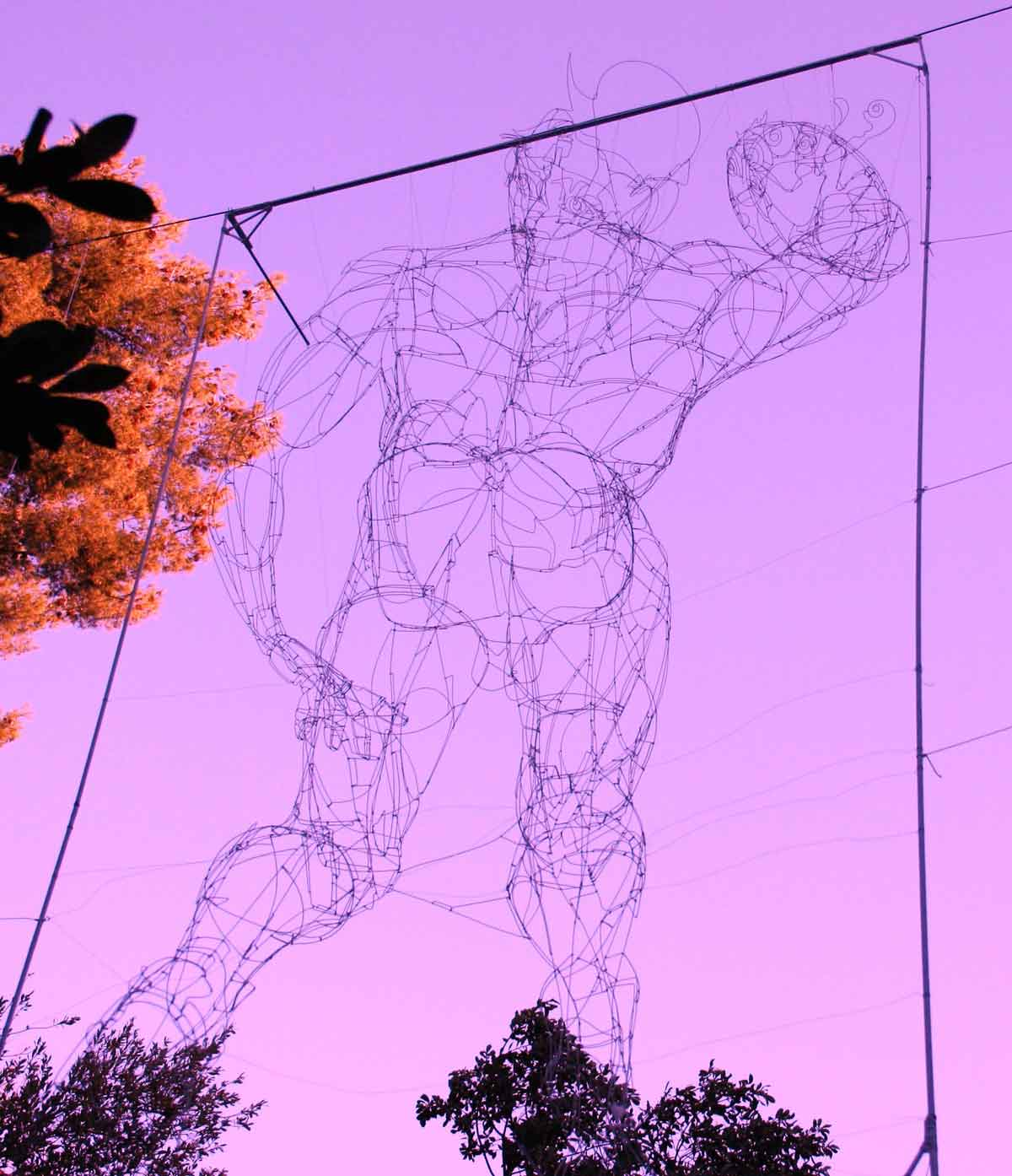David scxulpture filaire - art suspendu - eDline - jardin Bagatelle Marseille